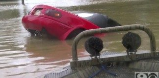 CAR+UNDER+WATER+PIC