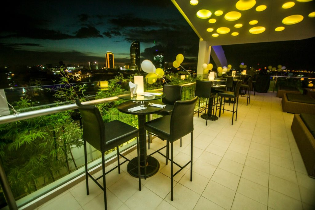 Cloud 9 Skybar