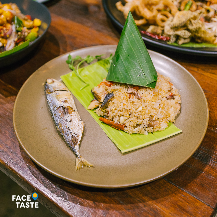 ហាង Food House (Moto Cafe)